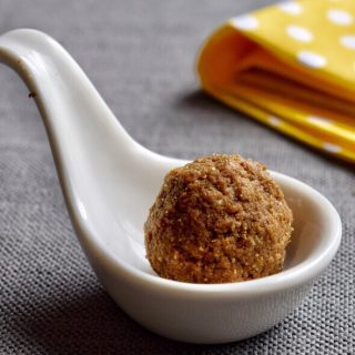 Urad Dal Ladoo Recipe for Toddlers and Kids 1