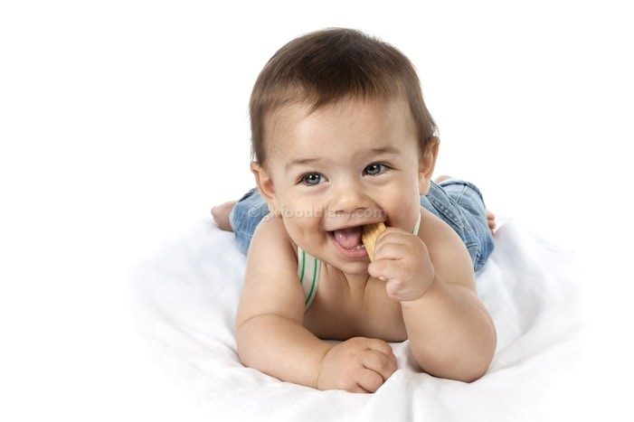 Tips to Soothe a Teething Baby - Use baby biscuits